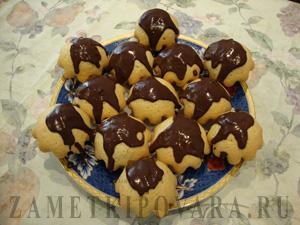 Ванильные кексы с шоколадной глазурью