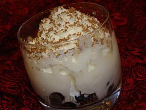 Десерт с черносливом и мороженым
