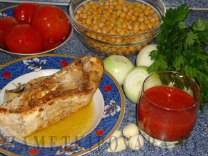 Нут с рыбой в томатном соусе