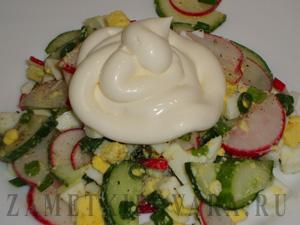 Салат из редиса, огурцов и яиц