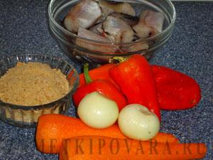 Жареный минтай с морковью и перцем