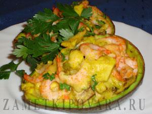 Авокадо, запеченный с креветками и сыром