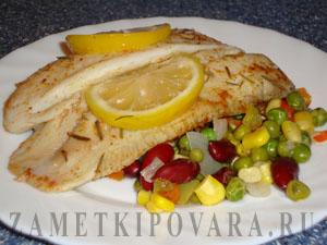Паровая рыба на овощной подушке