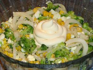 Салат из кальмаров с брокколи
