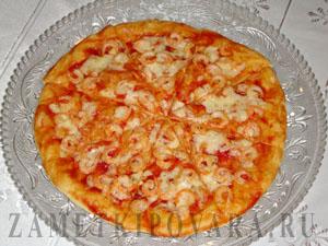 Пицца с креветками и чесночным маслом