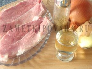 Стейк из свинины с луком