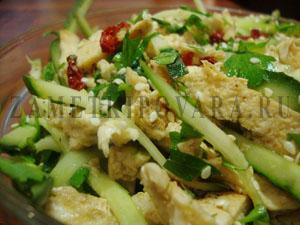 Пикантный салат из курицы
