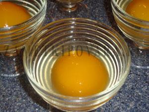 Лимонное желе с персиками