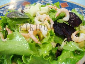 Фруктовый салат с креветками