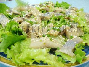 Салат азиатский с сельдью