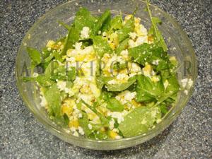 Салат из творога с рукколой