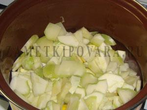Суп-пюре из патиссонов с пастой из авокадо