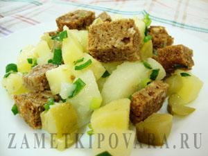 Салат из соленых огурцов и картофеля