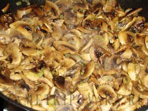 Карп, фаршированный гречкой и грибами в духовке