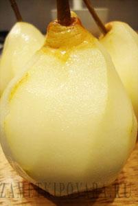 Десерт из груш с карамелизованными орехами