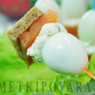 Канапе с семгой, сыром и перепелиными яйцами