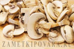 Тушеная капуста с сосисками и грибами