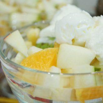 Фруктовый салат с мороженным