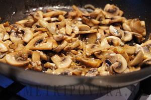 Салат из редьки с курицей и грибами
