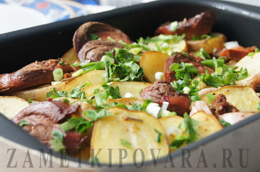 как запечь в духовке картошку с сосисками