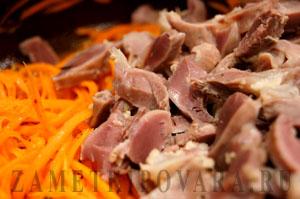 Салат из куриных желудков и моркови по-корейски