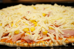 Пицца с копченой курицей