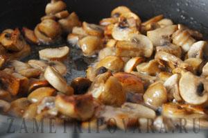 Жаркое с грибами и мидиями