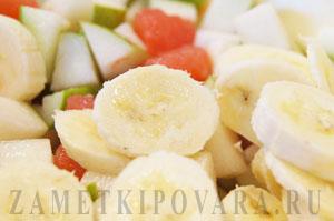 Салат из груш, грейпфрута и банана с мятой