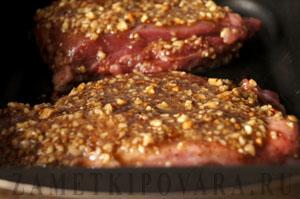 Филе индейки, запеченное в кленовом сиропе с орехами