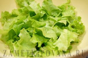 Зеленый салат с сельдереем и киви