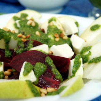 Салат из свеклы и груши с адыгейским сыром