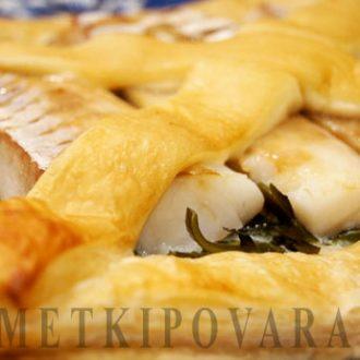 Пирог с морской капустой и рыбой