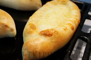 Хачапури с сыром по-аджарски