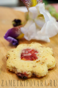 Творожное печенье с шоколадом и вишней
