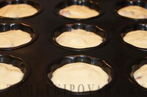 Кексы со взбитыми сливками и клубникой