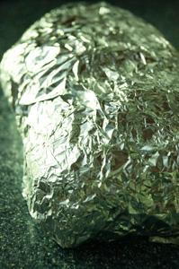 Молодой картофель, запеченный с чесноком и розмарином