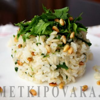 Рис с кедровыми орешками и петрушкой