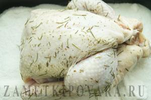 Курица, запеченная на соли, в духовке