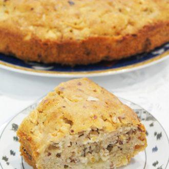 Пряный кекс с яблоками, грушами и орехами