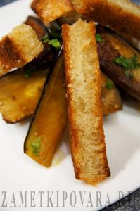 Баклажаны с сыром и гренками по-провански