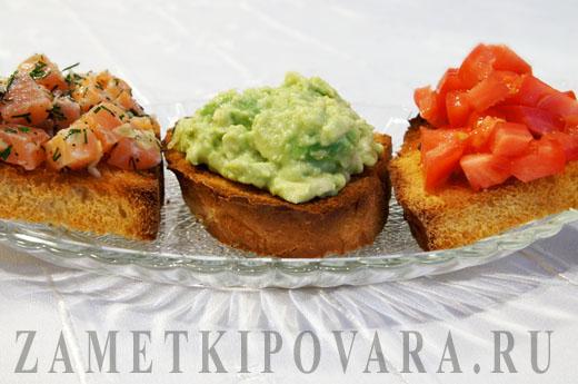 Бутерброды с помидорами, авокадо и тар-таром