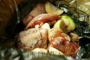 Запеченная курица с сардельками