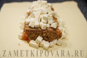 Слоеный пирог с семгой и сыром