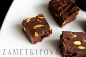 Шоколадная помадка с фисташками