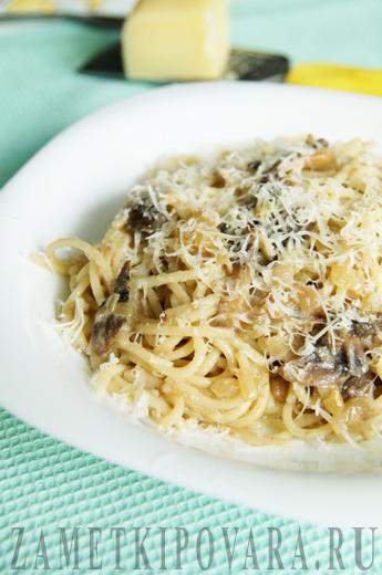 Паста с грибами и белым соусом