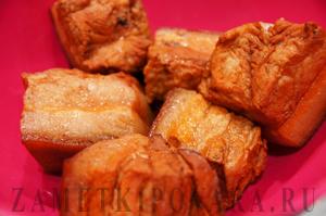 Вареная свиная грудинка в луковой шелухе