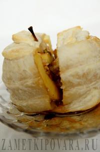 Яблоки, запеченные в слоеном тесте