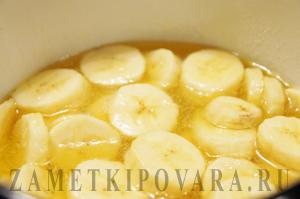 Гренки с карамельно-банановым соусом