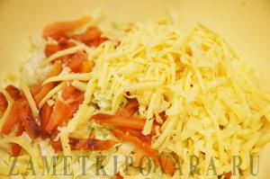 Салат из пекинской капусты с сыром и копчёной горбушей