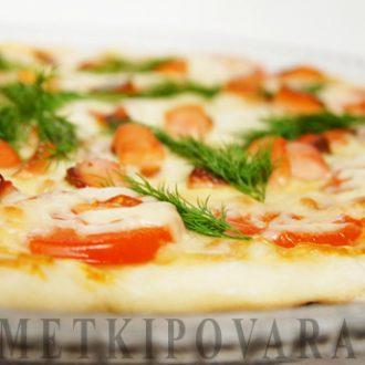 Пицца с горбушей и помидорами